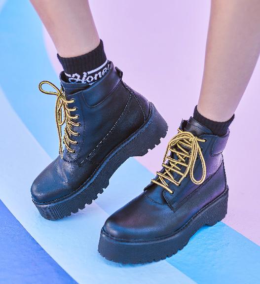 Shoes bca0d40ad5a1d21b63847e0712fe3f5342458ef9e637455f0436902ddb6f93f1